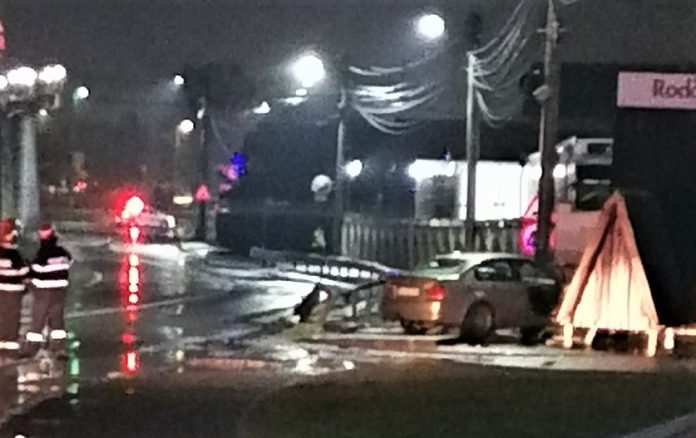 Accident rutier in Ramnicu Valcea - un autoturism a lovit o conducta de gaze