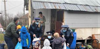 Dolj - Mos Nicolae a venit insotit de polițisti la Goiesti si Mischii
