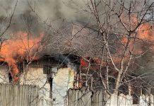 Casa din Bobicesti mistuita de incendiu