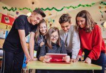Vodafone investește 20 de milioane de euro pentru a dezvolta competențele digitale și educația în 13 țări europene și Turcia