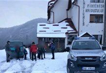 valcea turiști din Satu Mare coborâți de jandarmi în siguranță de la Pensiunea Fântânița Haiducului