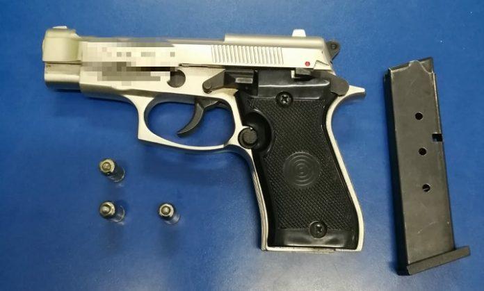 Craiova pistol indisponibilizat de politistii rutieri in urma unui control in trafic